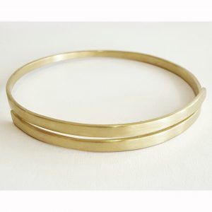 The finished 18ct gold bangle bk bridget kennedy