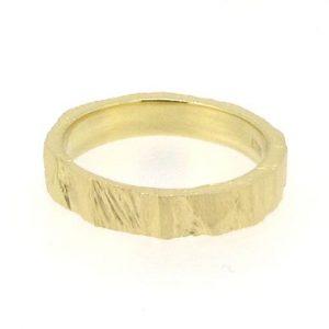 bridget-kennedy_saw_ring_yellow_gold_wedder_web bk