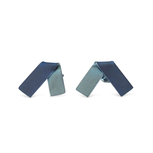 VAnessa-Williams-fold-blue-titanium-studs