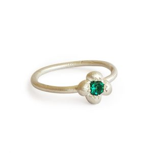 single-emerald-silver-ring