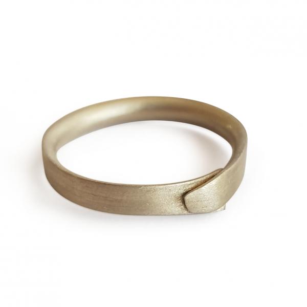 9ct white gold ring