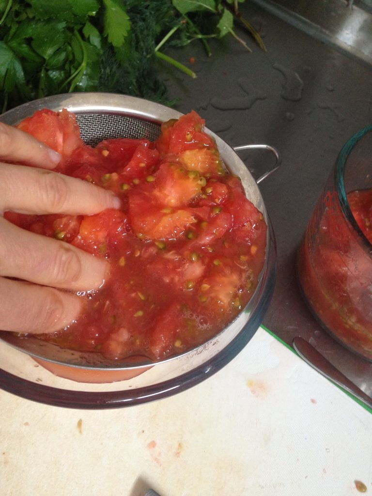 making stuffed tomatoes