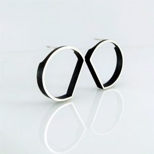 outline circle stud earrings