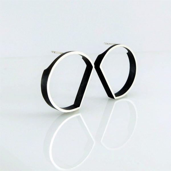 outline circle stud earrings