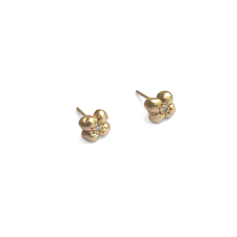 gold and diamond stud earrings